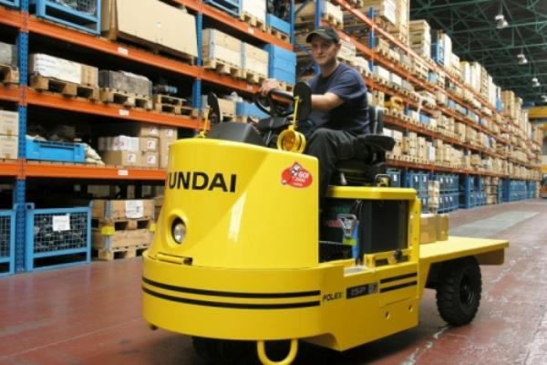 alquiler-equipo-almacen-tractora-arrastre-valencia-hyundai